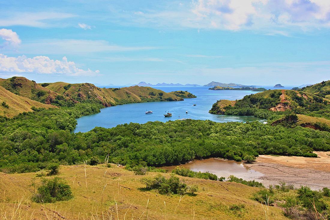 Indonesian Island Cruise (Panorama II) 4