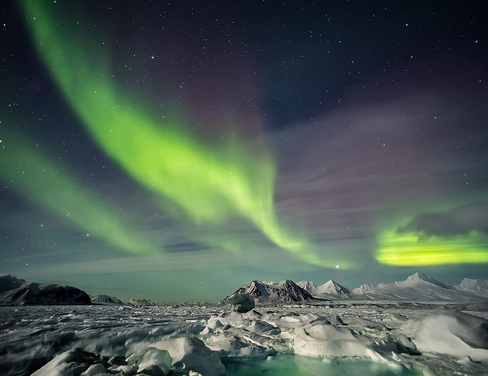 Arctic Express: Greenland's Northern Lights - Fly North, Fly South 4