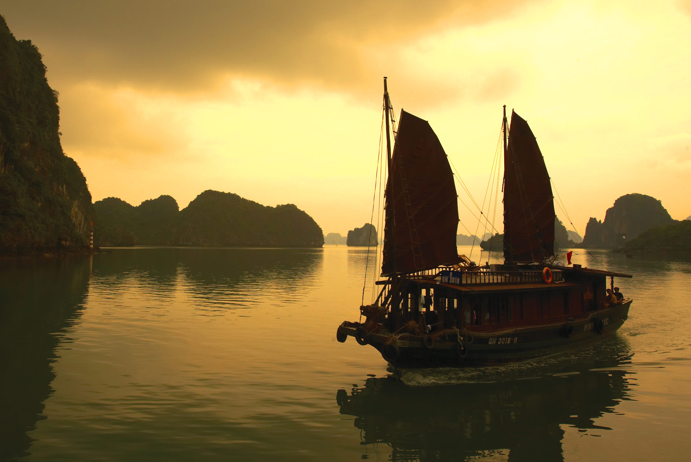 Halong Bay Experience - Independent 1