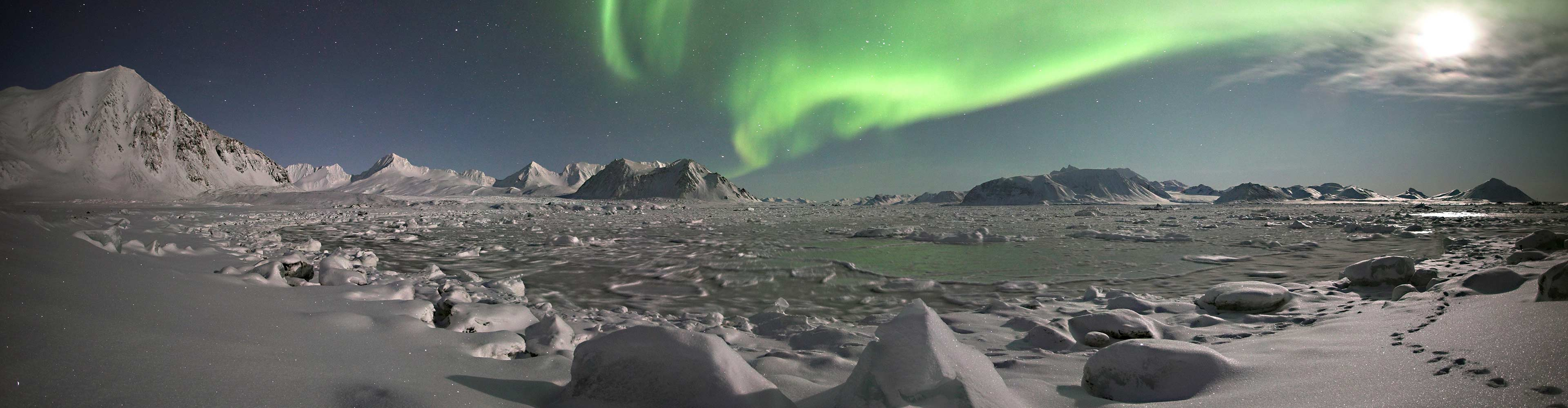Arctic Express: Greenland's Northern Lights – Fly North, Fly South