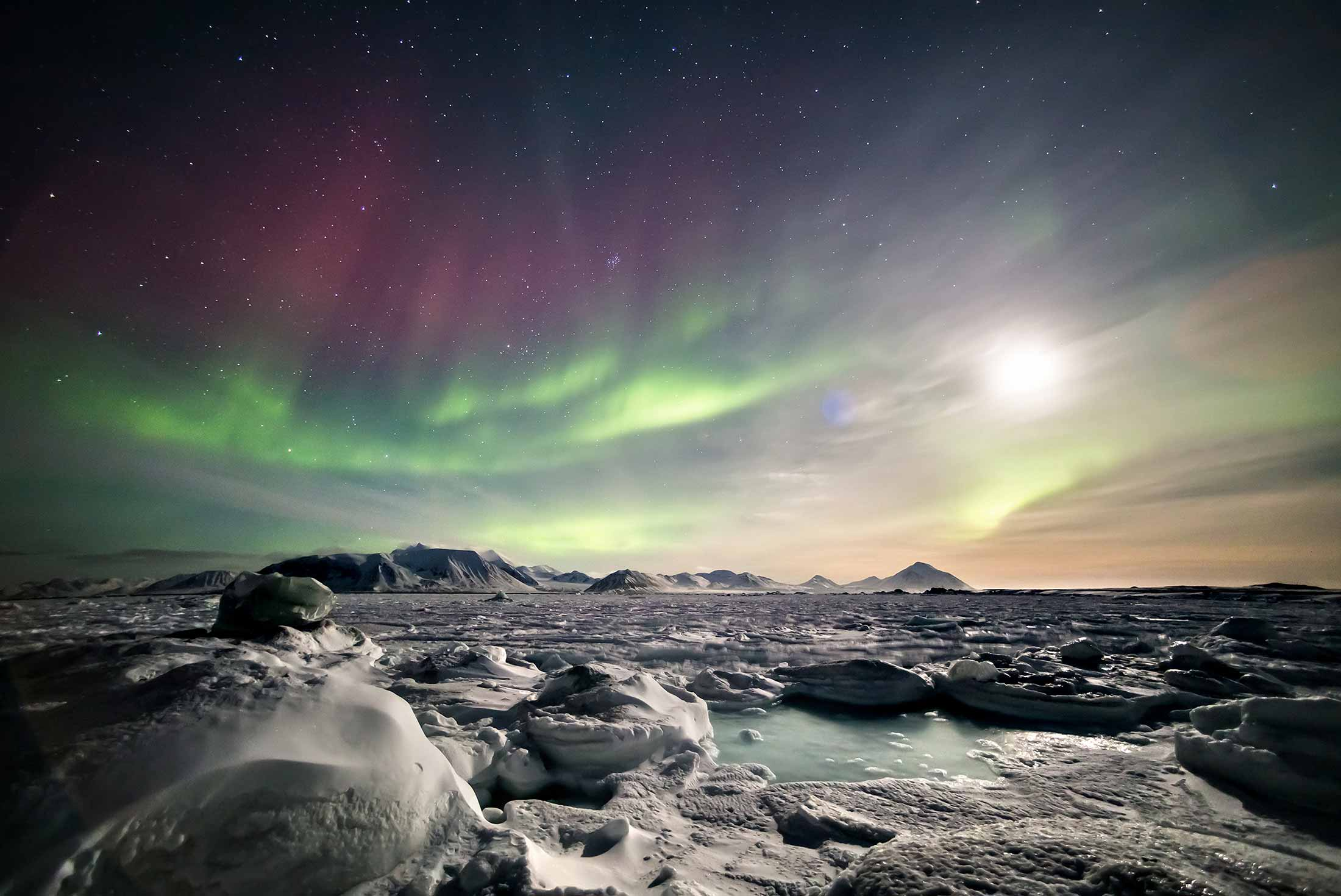 Arctic Express: Greenland's Northern Lights - Fly North, Fly South 1